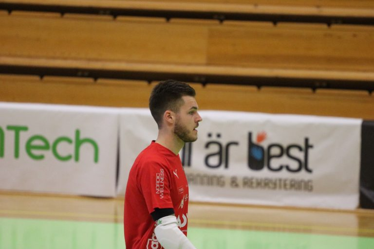 Målvakten förlängde med ÖSK Futsal